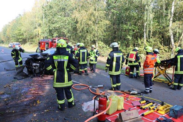 Read more about the article Verkehrsunfall/Eigeklemmte Person(en)